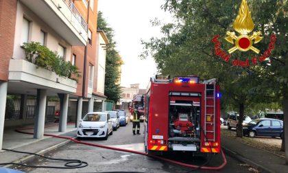 Incendio in un appartamento a Busto, sette intossicati