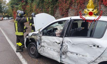 Incidente in via dei Campigli a Varese, 16enne e 84enne ferite