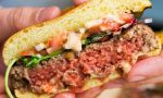 """Coldiretti contro gli hamburger vegani e la finta carne: """"Marketing ingannevole"""""""