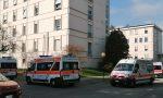 Ambulanze in coda fuori dal Pronto Soccorso di Tradate: situazione al limite