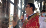 Don Mauro Belloni benedice Cogliate dal campanile