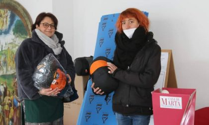 Sacchi a pelo e materassini da Comune e Caritas per i senzatetto di Saronno