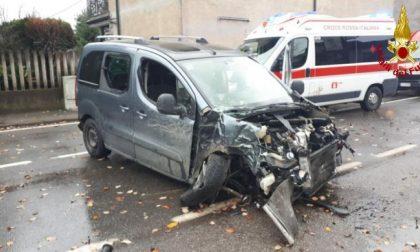 Auto abbatte un palo dell'Enel,  atterra l'elisoccorso: grave un 33enne FOTO