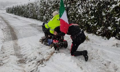 Carrozzina bloccata dalla neve, disabile soccorso dai carabinieri