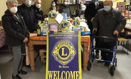 I Lions Tradate tendono una mano ai più bisognosi: donati pacchi natalizi a 150 famiglie
