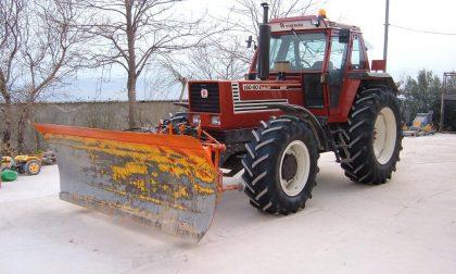 Agricoltori in campo per liberare le strade dalla neve