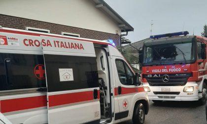 Rescaldina: si dà fuoco in strada, inutili i soccorsi FOTO