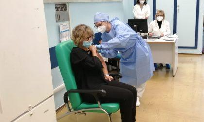 """Primi 18 vaccinati all'Ospedale di Saronno: """"Si inizia a vedere la luce"""" FOTO"""