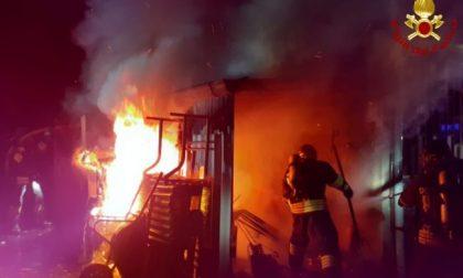 Capanno in fiamme a Rovellasca: 4 squadre di pompieri al lavoro FOTO