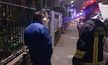 Palo della luce carico di tensione: feriti passanti e amici a quattro zampe a Bollate