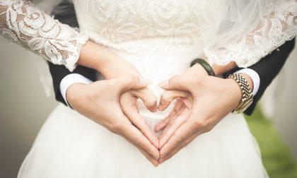 Truffati dal fotografo di nozze: «Gira il mondo con i nostri soldi»