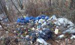 Montagne di rifiuti tra gli alberi del Pianbosco: sabato 13 primo giorno di raccolta