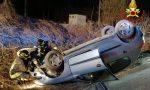 Auto ribaltata in via Brugnoni a Besozzo, conducente illeso