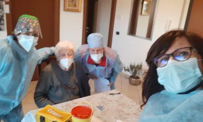Vaccini a domicilio, Malnate ce la fa anche grazie al sindaco-infermiera