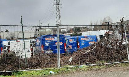 """Parcheggio furgoni di Uboldo, dopo due mesi si chiude il caso: il terreno è del vicesindaco. Lei: """"Nessun illecito"""""""