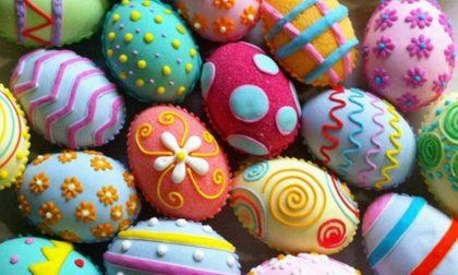 Locate si colora con gli alberi pasquali addobbati con le uova del desiderio