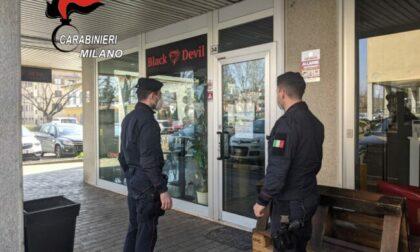 In 7 a bere in un Lounge Bar: dopo le segnalazioni arrivano i carabinieri