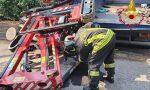 Venegono, si ribalta una piattaforma: operaio schiacciato tra due veicoli, è fuori pericolo