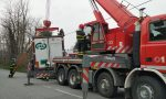 Olgiate, le foto del camion incastrato in via Diaz