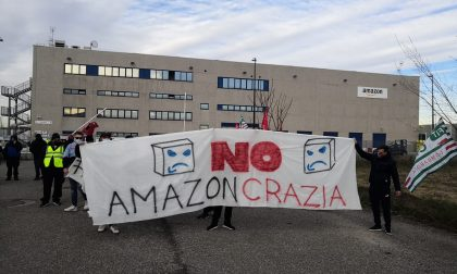 Sciopero Amazon, presidio e manifestazione fuori dalla sede di Origgio