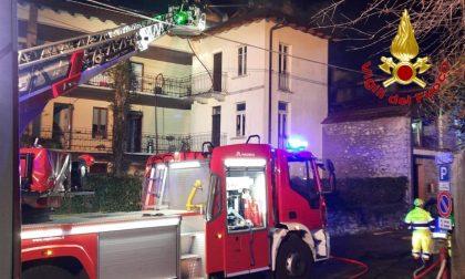 Incendio ad Orino, due case avvolte dalle fiamme