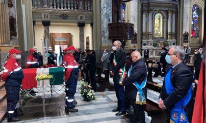 L'ultimo saluto a Paolo Strano, il funerale alla Prepositurale