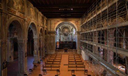 Restauri in corso all'interno della chiesa di San Francesco a Saronno
