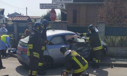 Grave incidente a Marnate, uno degli automobilisti resta intrappolato