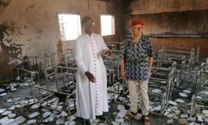 """La tragedia dell'incendio nella scuola in Niger nella """"casa"""" di don Noli"""