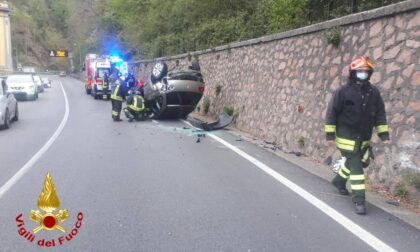 Incidente in viale Valganna, auto ribaltata