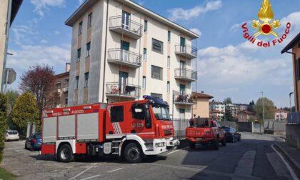 Crolla l'intonaco di un appartamento a Varese, colpite due neonate in culla