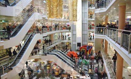 Dietrofront sui centri commerciali: niente riapertura nei fine settimana