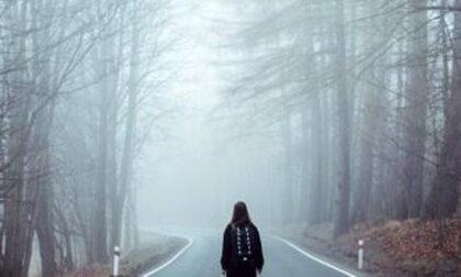 Due 15enni scappano nei boschi per saltare scuola e fingono uno stupro