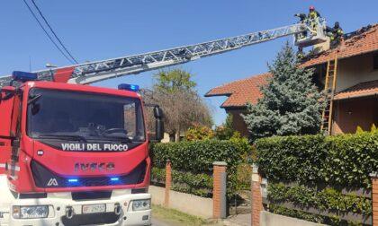 Gerenzano, fiamme sul tetto: arrivano i pompieri