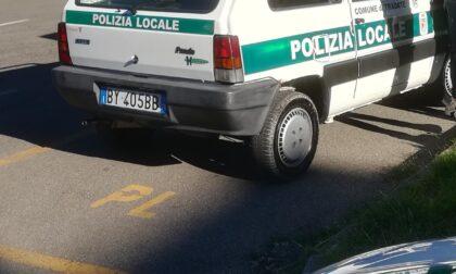 Gli agenti perlustrano la città con la mitica Fiat Panda