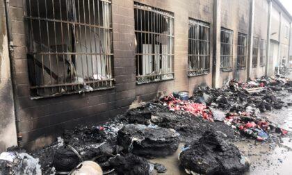Incendio in un capannone a Misinto, domato dai pompieri