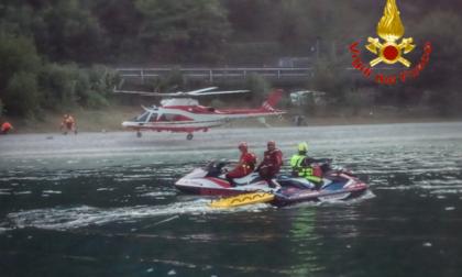 Auto nel lago di Como, donna ritrovata senza vita
