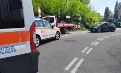 Incidente tra auto e moto alla curva di via Foscolo ad Abbiate