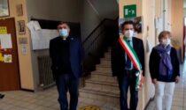 Le scuole di Vedano si fermano per l'addio a Mattia e ai suoi genitori