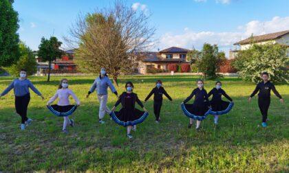 Mozzate, i Ballerini per Caso rallegrano San Martino