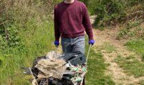 Gerenzano, Fratelli d'Italia raccoglie i rifiuti nel bosco