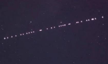 Strane luci nel cielo? Niente alieni, è lo Starlink di Elon Musk