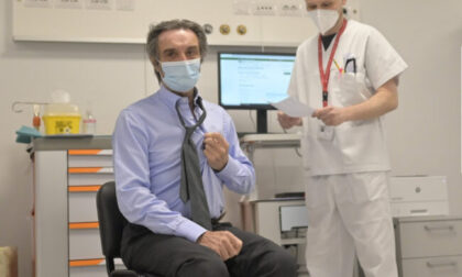 Attilio Fontana vaccinato con AstraZeneca