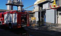 Vigili del fuoco in azienda, in fiamme un macchinario