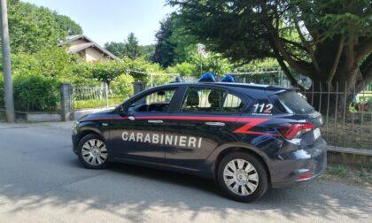 Si rifiuta di mostrare ciò che ha in tasca e ferisce i carabinieri: denunciato 17enne di Tradate