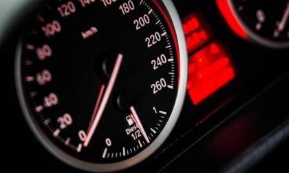 Contachilometri truccato: denunciato commerciante d'auto varesotto