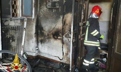 Incendio nella notte in un negozio di bici di Varese