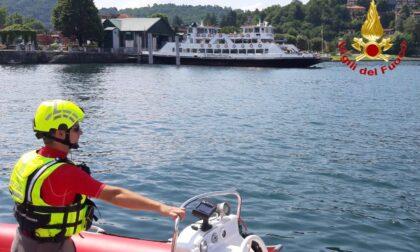 Laveno-Intra, allo sbarco manca un passeggero: si cerca tra le acque del Lago Maggiore