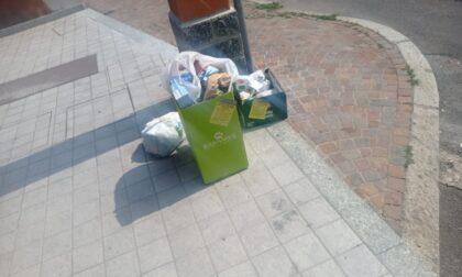 Cislago, getta per strada i rifiuti: beccato e multato