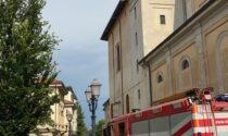Si rompe un perno della campana: pompieri e mezzi in piazza Libertà